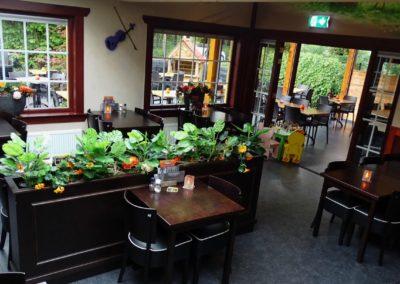 Binnen in het restaurant